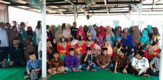 Keluarga Pondok Seruni berfoto bersama keluarga PARS