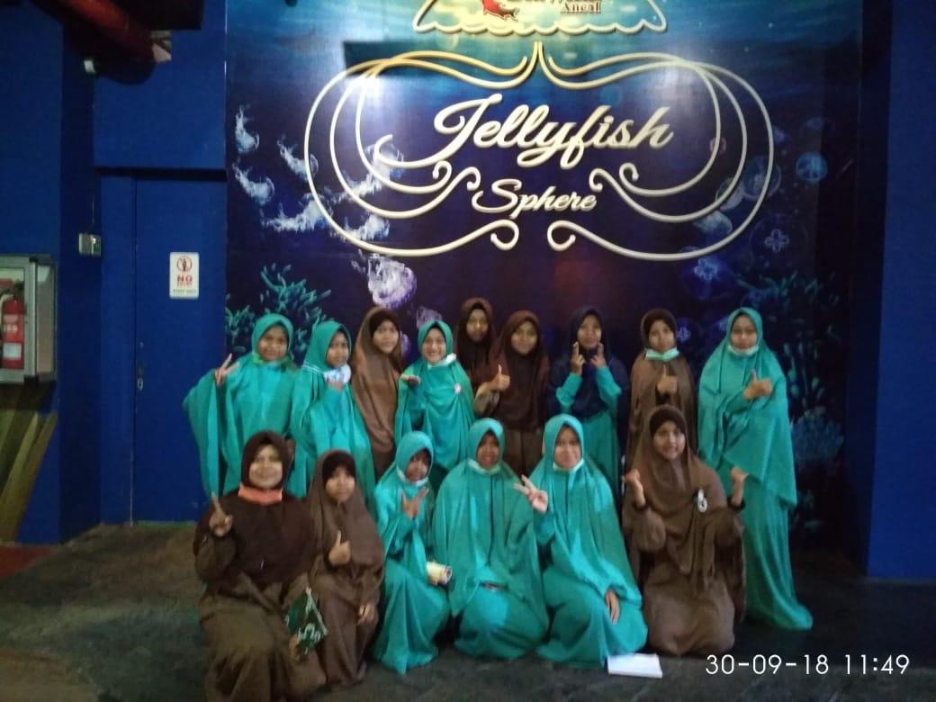 Anak asuh PARS berada di Sea World Taman Impian Jaya Ancol, Jakarta