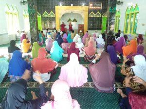 Senam Lansia Jamaah Husnul Khotimah di Majis Al Huda Kuwon (26/1) dipandu oleh Istikhanah dan Tupiyati