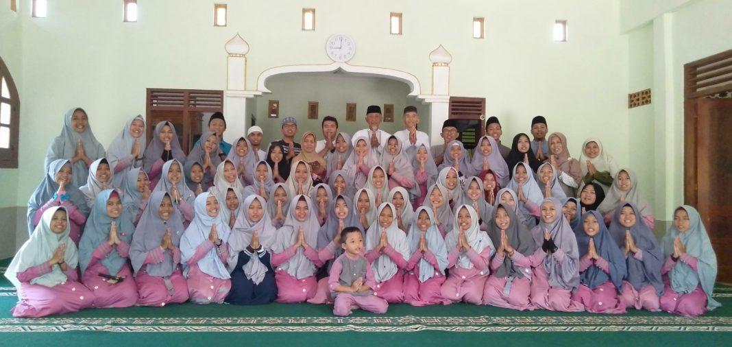 Seluuh anak asuh Panti Rumah Sejahtera merayakan Idul Fitri 1400 H.