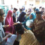 Pembagian Zakat mal dalam bentuk sembako dan uang tunai kepada fakir miskin di lingkungan Panti Asuhan Rumah Sejahtera Ponjong (20/5)