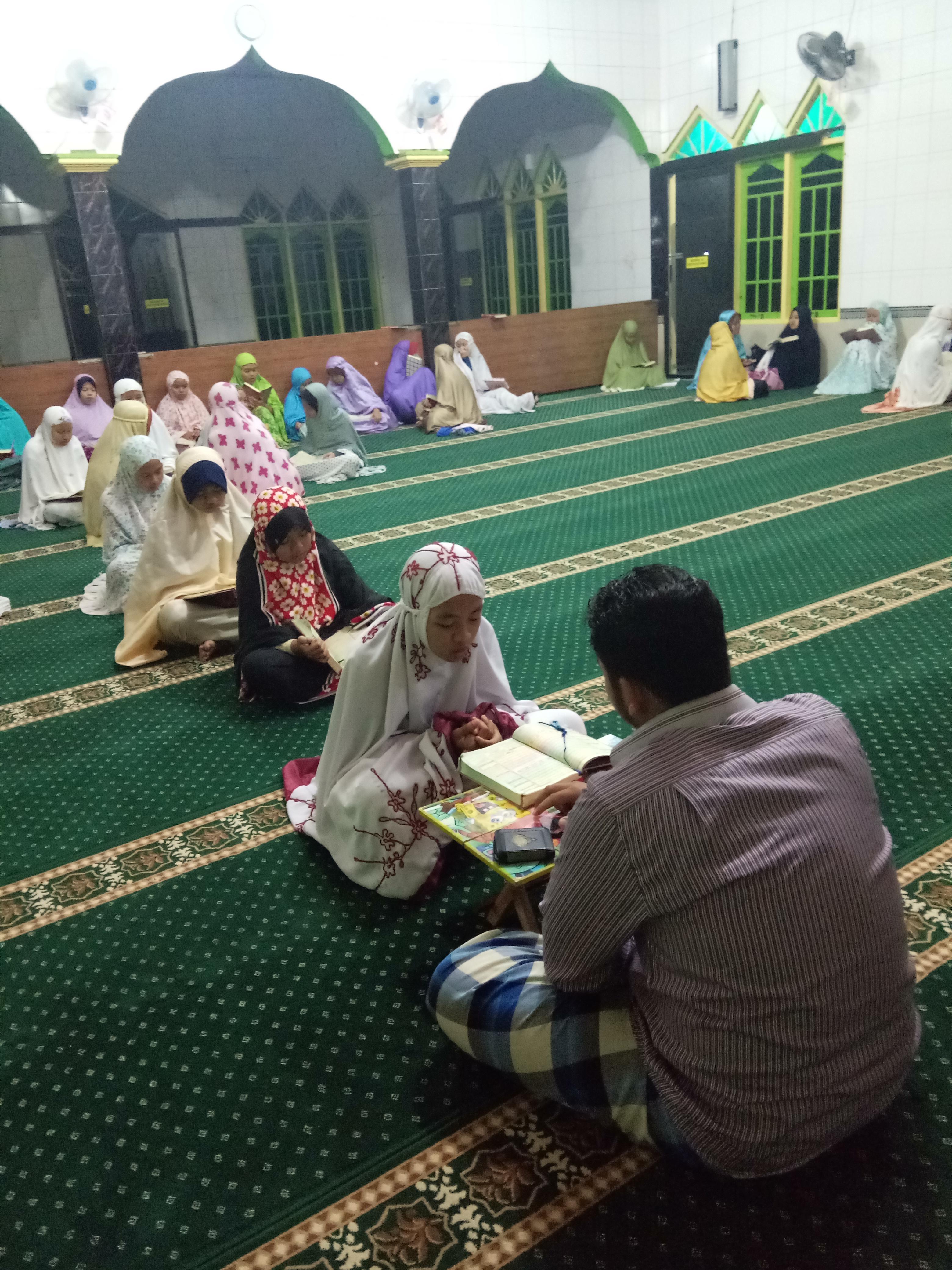 Kegiatan anak asuh PARS setiap ba'da subuh yaitu tahfidz